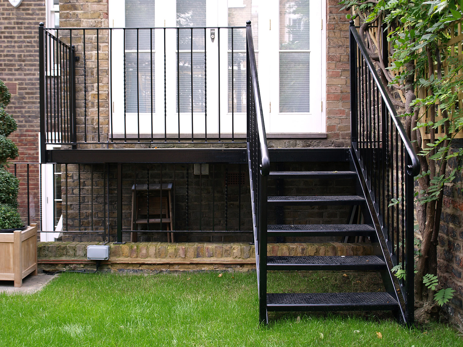 Staircases in herts glasson metalworks steel for Metal balcony